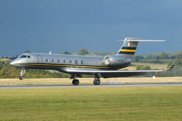 silver and yellow gulfstream g550