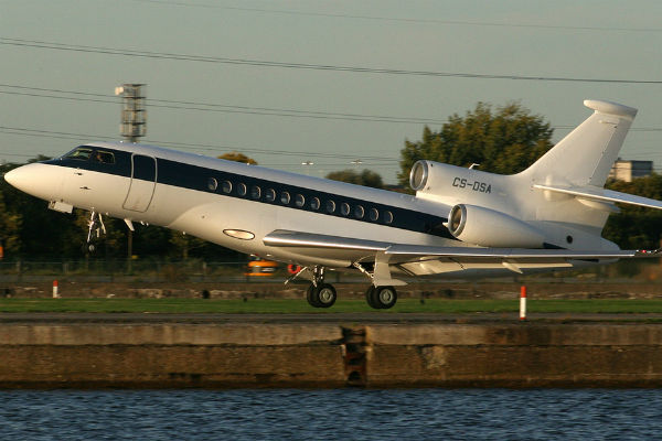 A Dassault Falcon 7X lands at London City Airport (Photo: Alud Davies).