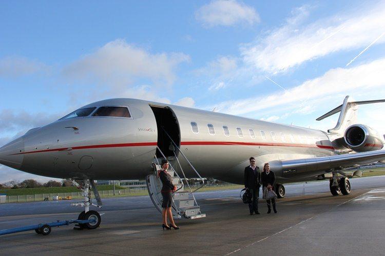 Энэтхэгийн тэргүүн баячууд эх орноосоо зугтан, хувийн онгоцоор Лондонд газарджээ