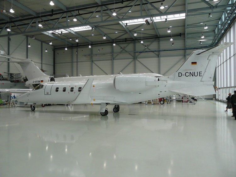 LearJet 60 D-CNUE in FAIs Nuremberg hangar