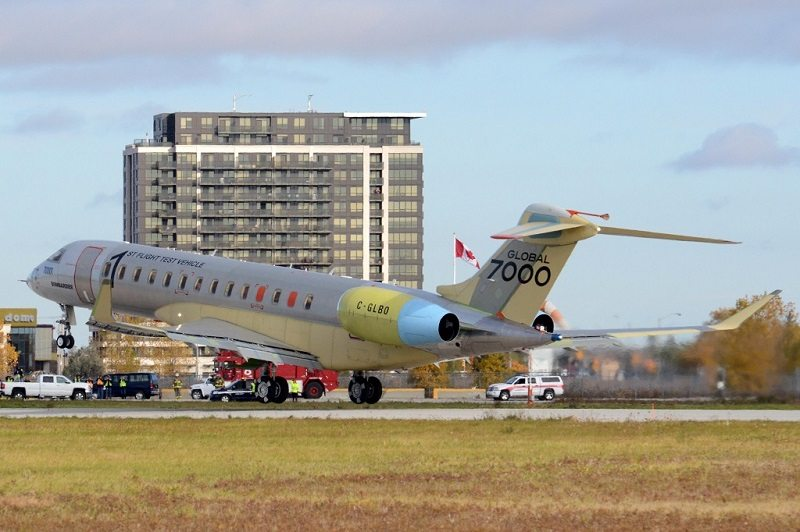The Global 7000 arrives back at Toronto Downsview following its successful first flight (Photo: Frederick K. Larkin)