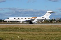 Pictures: Fully outfitted Global 7000 flies for the first time